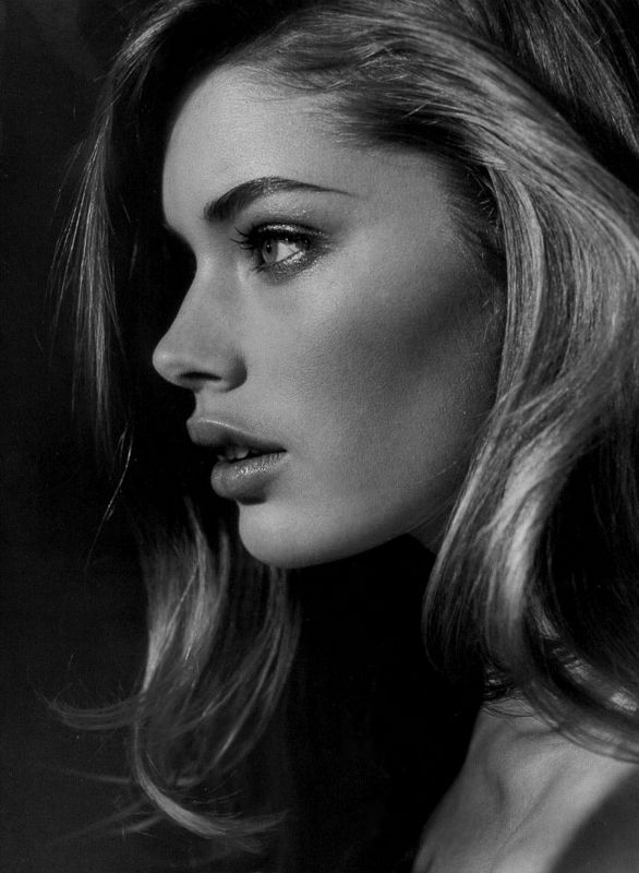 vogue-for-lunch:  suchstyleandgrace:  blackandwhitebombshells:  Doutzen Kroes.  B&W Fashion   ***