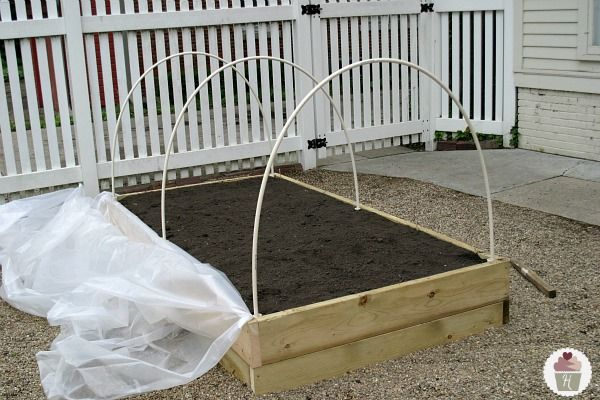 Raised Bed Garden Cover Tutorial - now I can have my own mini greenhouse.. way to cool!