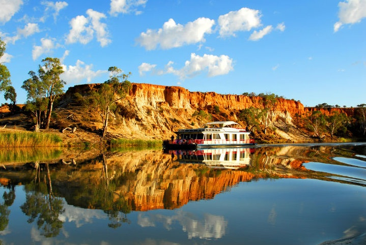 Beautiful Australia...The Murray River.  The Murray River is Australia's longest river being 2,995 kilometres (1,861 miles) in length. :-)