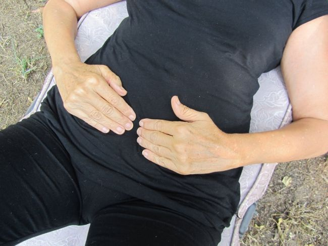 5 Effective acupressure points to get relief from constipation - Wellness Guide by Dr Prem