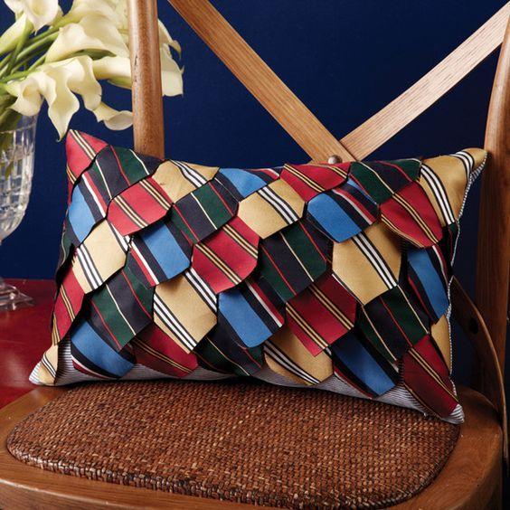 Cuscino creato con il riciclo delle cravatte   Cushion made with upcycling men's ties • #tie #ties #DIY #recycle