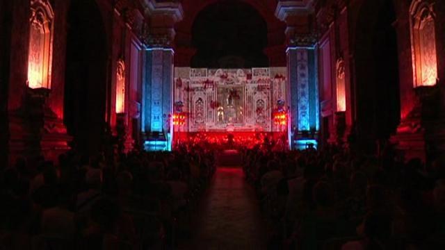 Una sinfonia in cui la voce guida l'orchestra. Excepto di Enzo Avitabile chiude la decima edizione del Napoli teatro festival. La cantata scenica...