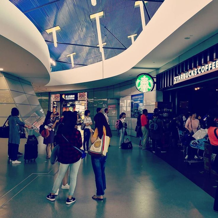 When #starbucks is life. Queue out the door at Shanghai airport :)