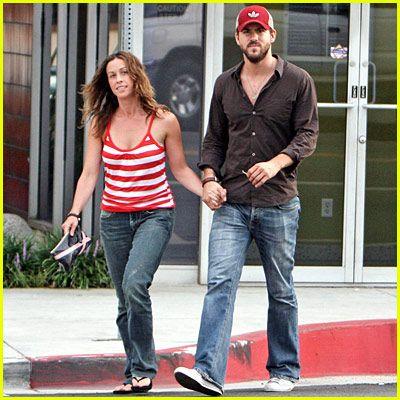 Ryan Reynolds & Alanis Morissette were engaged before he married Scarlett