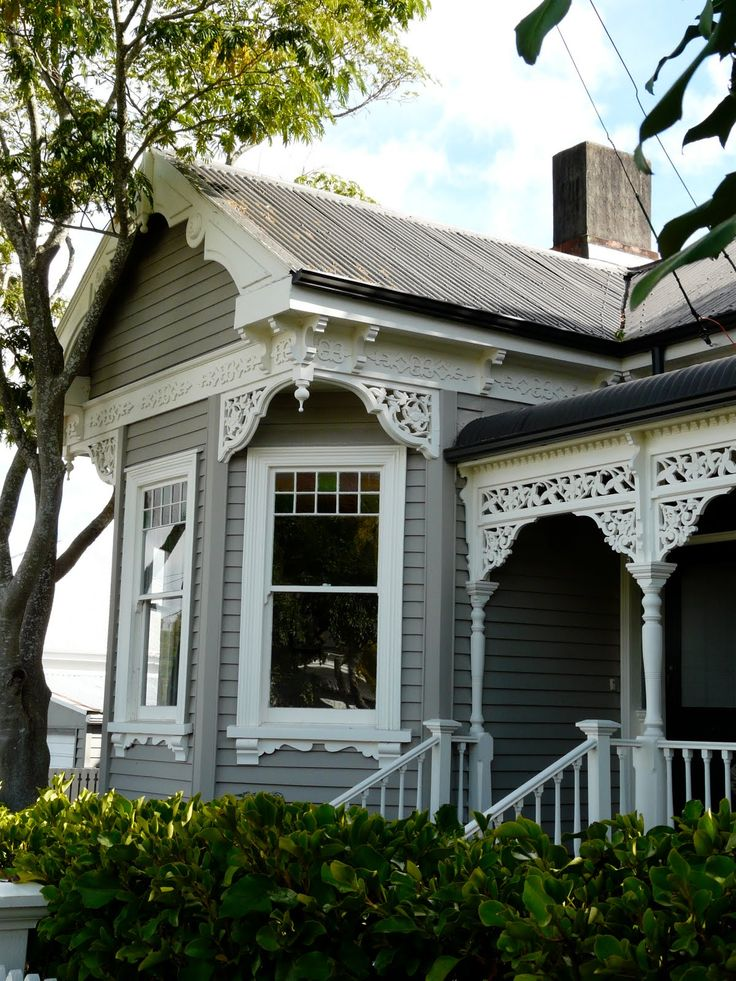 Ihad no idea how beautiful the homes in New Zealand are. Auckland has suburb after suburb of beautifully restored tradition wooden houses...