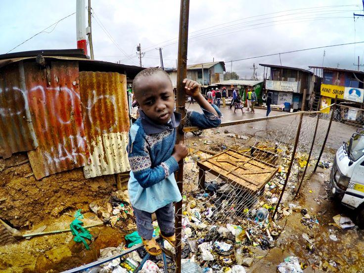 Triste mundo. Triste realidade. A África foi esquecida. Imagem registrada na maior favela do Kenya, Kibera.
