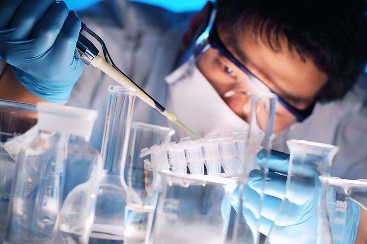 Cada 22 de Enero se celebra el Día del Ingeniero Químico y se conmemora la creación de la primera Facultad de Ingeniería Química en el Perú, en la Universidad Nacional de Trujillo. Esta especialidad juega un papel fundamental en el diseño, manutención, evaluación, optimización, planificación, construcción y operación de plantas en la industria de procesos, enfocándose en el diseño de nuevos materiales y tecnologías así como a la investigación y desarrollo.