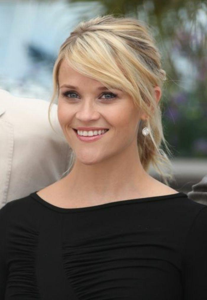 queue de cheval cheveux court, frange de côté, Reese Witherspoon