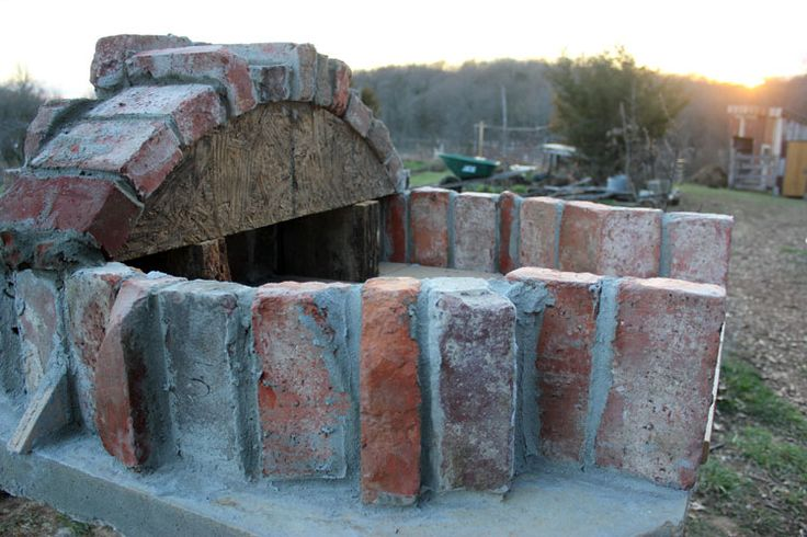 2236000 There is nothing like the taste of pizza or bread that has been baked in a wood-fired brick oven. Years ago, my husband Brian built the oven pictured below using Alan Scott's plans, a process that took about a year. The result was an amazing oven that could bake up to 20 loaves of…