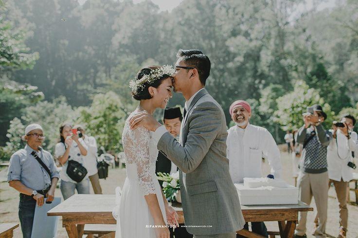 Pernah mendengar mengenai Kareumbi Masigit? Cerita pernikahan hari ini datang dari pasangan pecinta alam yang memutuskan untuk menikah di venue tersebut!