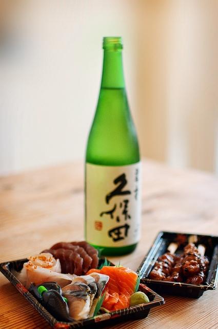 """ #Japanese-Sake "" really goes with "" #Sashimi "" and "" Yakitori "". #Japan,日本,日本酒,刺身,焼き鳥"