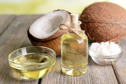 El aceite de coco es un producto con muchas aplicaciones en la belleza. Te compartimos 10 usos para rejuvenecer.