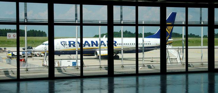 Noticias ao Minuto - Ryanair lança promoção 'louca': Voos na Europa a partir de cinco euros