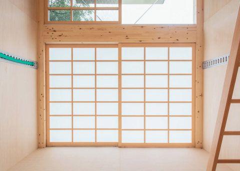 Konstantin Grcic, Jasper Morrison e Naoto Fukasawa assinam cabanas pré-fabricadas lançadas pela Muji na Tokyo Design Week deste ano.