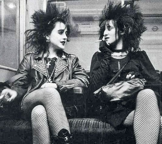 While notwornby the masses, punk has its rightful place in '70s hair history. Generally short, spiked and unkempt, punk hairstyles were th...
