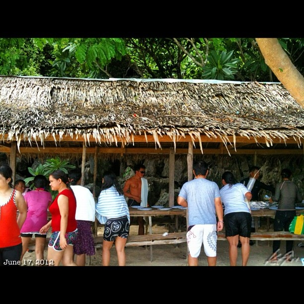 ランチタイム #coron #island #islandhopping #sea #beach #snorkeling #coral #lunch #philippines #フィリピン #スノーケリング #ビーチ #島