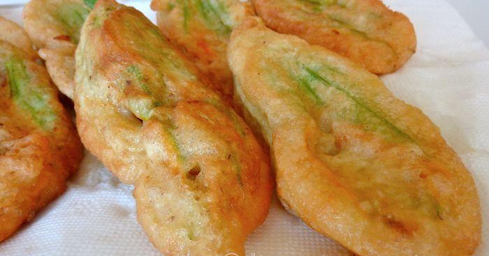 Fiori di zucca fritti ripieni alla romana