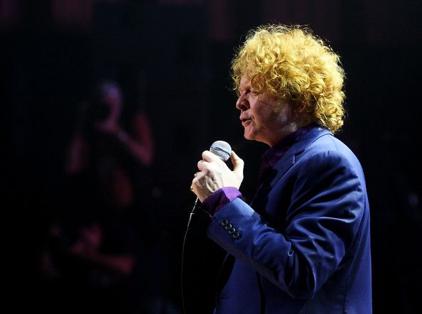 Mick Hucknall Photos - Mick Hucknall of the band Simply Red performs on stage at the Sydney Opera House on February 18, 2009 in Sydney, Australia.  (Photo by Mark Metcalfe/Getty Images) * Local Caption * Mick Hucknall - Simply Red Play Sydney