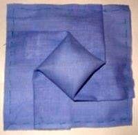 помпон из ткани на лоскутном блоке в технике оригами