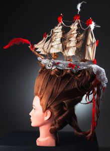 A rokokó kor egyik fantasztikus viselete a Belle-Poule (szép csipke) nevezetű, hasonló csatahajóról elnevezett frizura