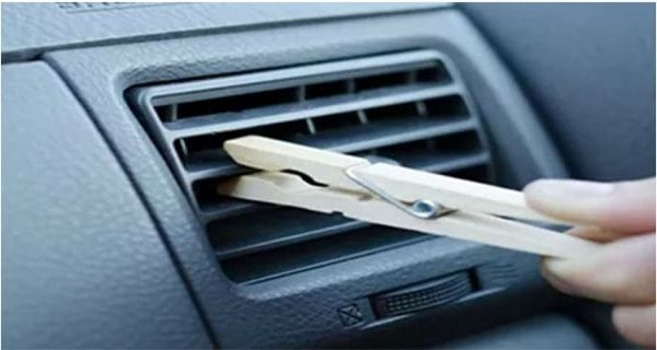 When I Got in Her Car and Saw a Clothespin on the Air Vent, I Thought It Was Odd. Her Reason? GENIUS - http://nifyhealth.com/when-i-got-in-her-car-and-saw-a-clothespin-on-the-air-vent-i-thought-it-was-odd-her-reason-genius/