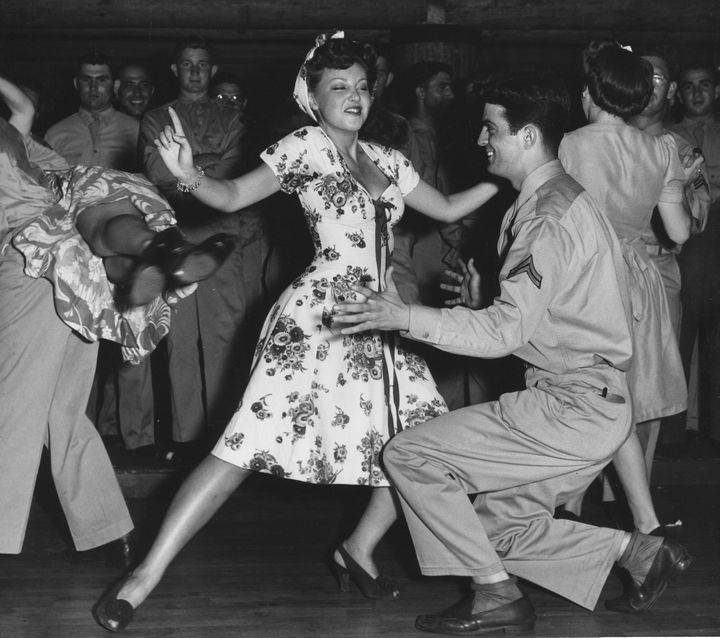 Faye Mckenzie Dancing The Jitterbug With A Serviceman At The Hollywood Canteen