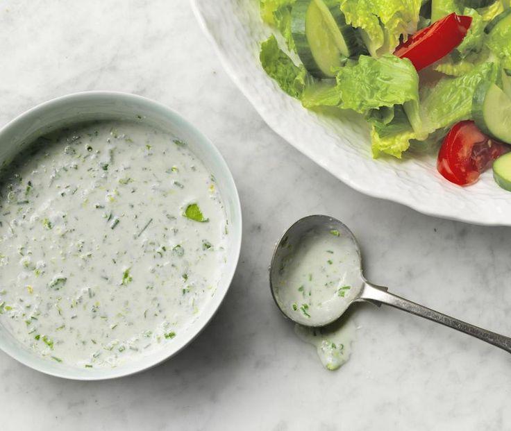 Μια πανεύκολη συνταγή για αρχάριους, για μια δροσερή, δημοφιλή σάλτσα με υπέροχη σάλτσα. Ranch dressing για να απογειώστε γευστικά όλες τις σαλάτες σας ή ν