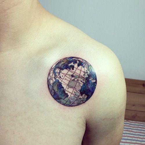 #shouldertattoo by @hongdamkt /// #Equilattera #Miami #Tattoo...
