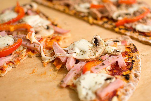 Enkelt recept på pizzabotten på knäckebröd