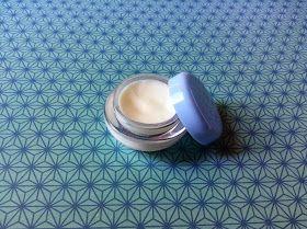 Crema nutritiva y regeneradora elaborada a partir de tres de los premium en estas lides: aceite de argán , aceite de rosa mosqueta y man...