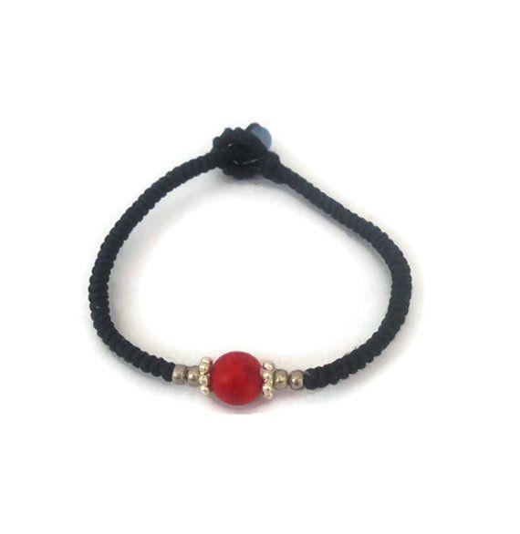 Armband het center is gemaakt van rood steen door NipapornJewelry
