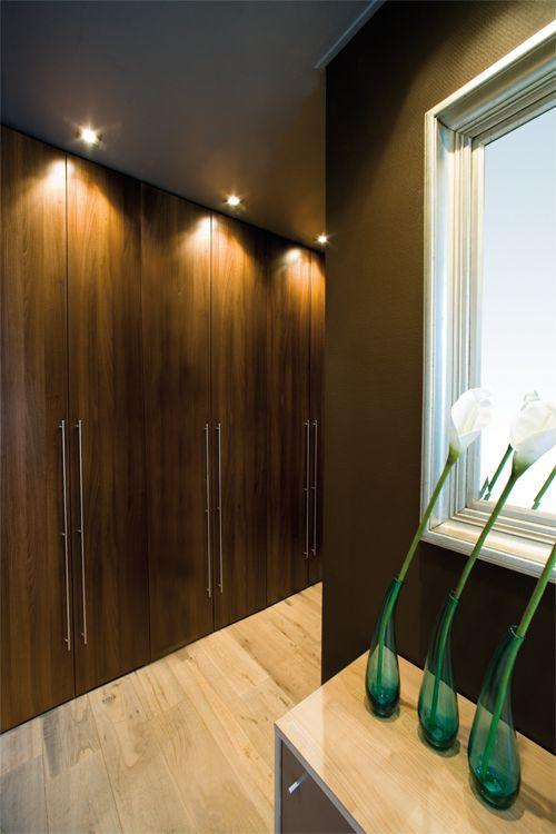 Stijlvolle gangkast voor bijvoorbeeld op kantoor deuren zijn aan te passen qua hoogte en - Decoreer zijn professionele kantoor ...