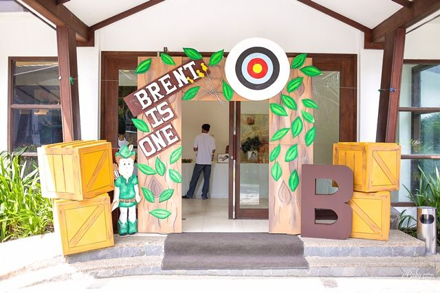 Brent's Little Archer Themed Party – Entrance Area