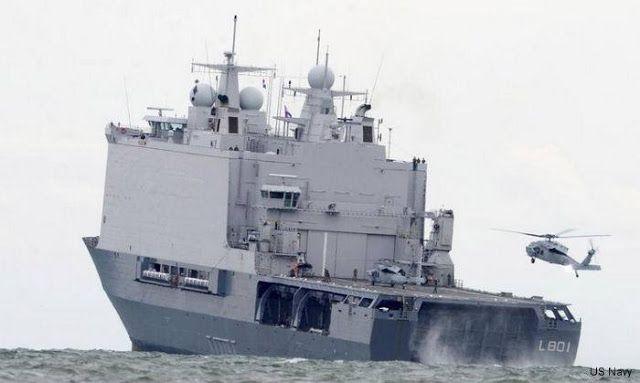 La longitud total del casco de la clase Rotterdam es 162.2m, su anchura es de 25 metros y su calado máximo es de 5.9m. El desplazamiento máximo es de 14.000 t. El Rotterdam es capaz de llevar a cabo operaciones de helicópteros hasta el estado del mar 6. Operaciones con lanchas de desembarco son posibles hasta el estado del mar 4.