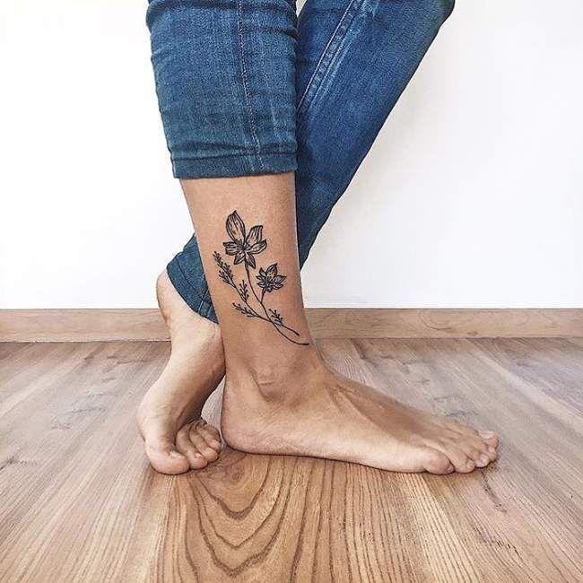 tatouage femme cheville pied fleur. Black Bedroom Furniture Sets. Home Design Ideas