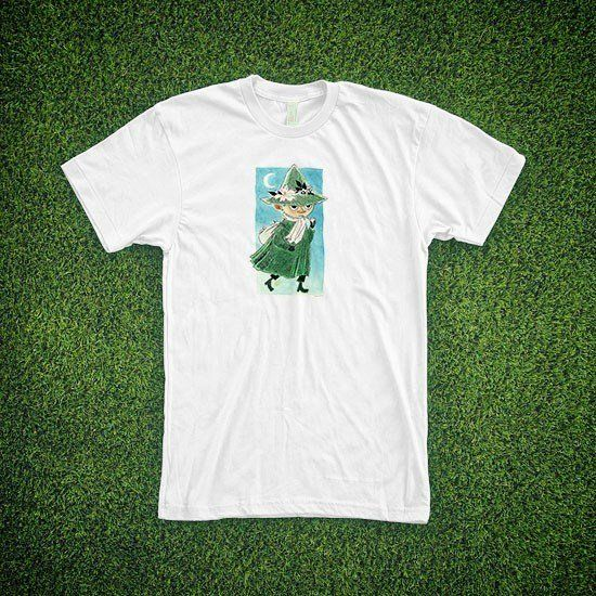 Lovely vintage Moomin t-shirt exclusively from moomin.com. Choose your favourite t-shirt between three models and five colours. Please see the third slide for measurements. The price of this item contains free global shipping. T-shirts and other products in the same order are delivered separately!Note that this is a custom made on-demand product and that the measurements are in centimeters. Please see our Terms of Service for more info.Ihastuttava vintage-henkinen t-paita saatavilla…