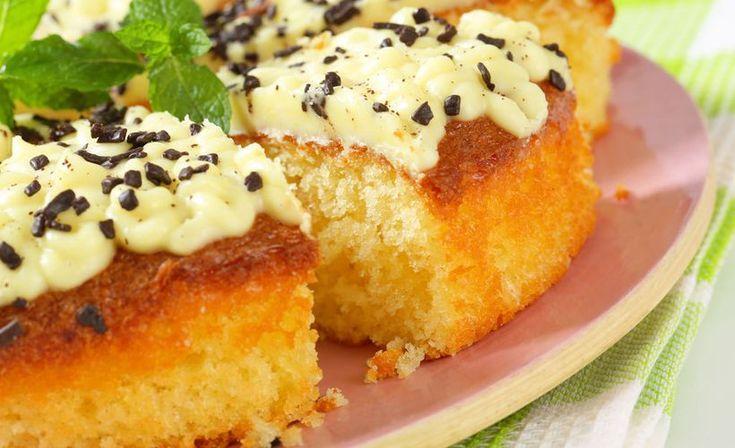 Sitruunakakun voit myös pakastaa, joten leivo jo nyt juhannuksen kahvipöydän herkku.