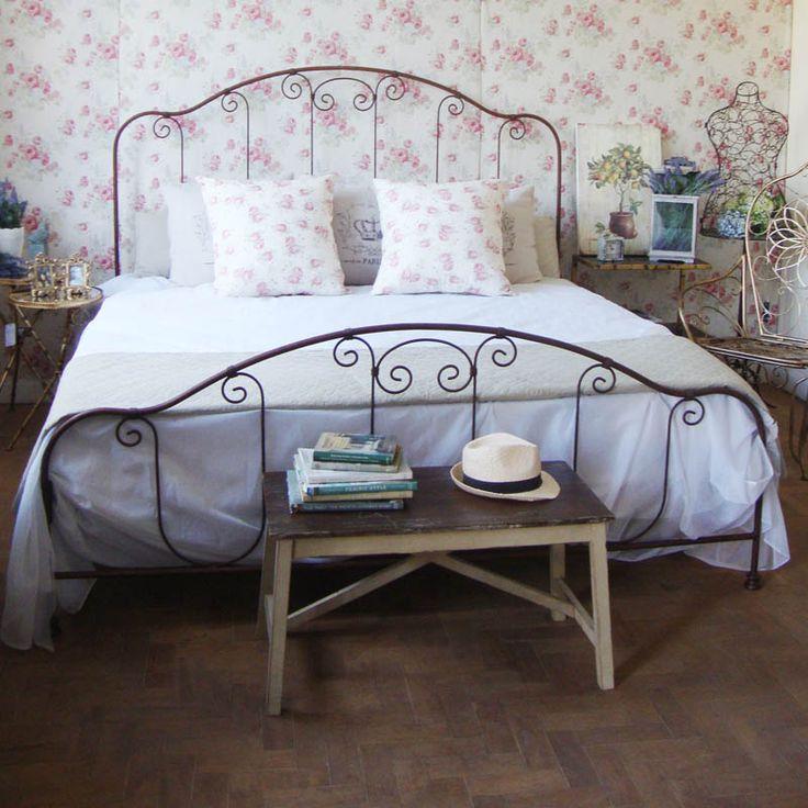 Cama King de Ferro modelo Alinea da Dom Mascate. Acabamento Enferrujado, porque queremos rustico, romantico e lindo!!