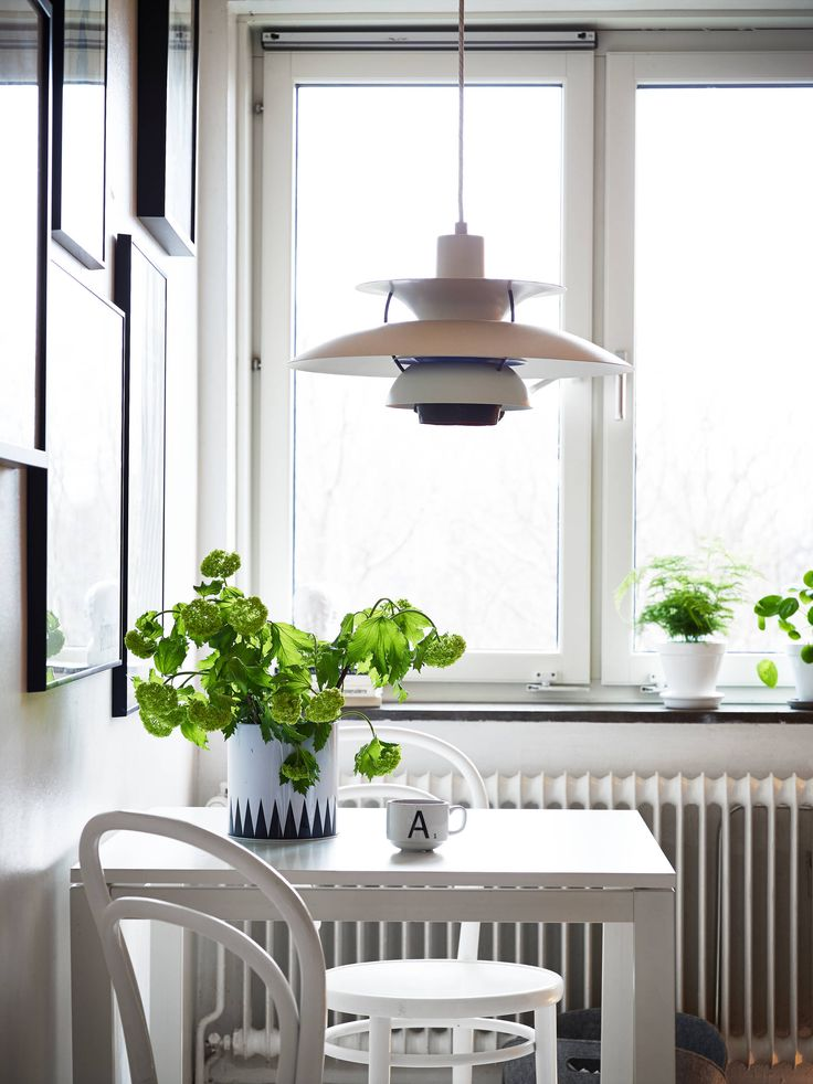 PH5 pendant by Poul Henningsen from Louis Poulsen | White with rough walls - via Coco Lapine Design