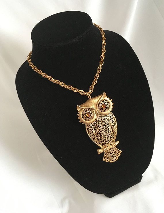 See new listings daily - follow us for updates.  Christmas in July Sale Vintage #Owl Necklace - Hinged Owl - Moveable Head and Tail #Feathers - Cut Out Back - Gold Tone - Chunky Chain - Offered by MimisJewelryBoutique  Such... #vintage #jewelry #teamlove #etsyretwt #bestofetsy #owl #1960's #mimisjewelryboutique #nature #bird #feathers ➡️ http://jto.li/4gWPX