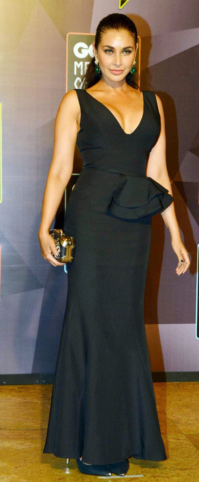 Lisa Ray on the GQ Men of the Year Awards 2015 red carpet. #Bollywood #Fashion #Style #Beauty #Hot #Sexy #GQAwards