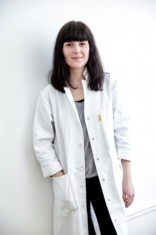 Chloé Faulhaber, Assistante de direction, couteau suisse chez ZEIT. Musicienne de talent et championne olympique de mayonnaise maison. Photographe : Bruno Juminer   #slowfashion #zeitparisberlin #zeitparis #zeit #resiste #sustainable #teamzeit #Paris