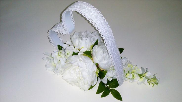 Srdce+s+krajkou+Srdce+zdobené+umělými+květy,+vhodné+na+svatební+stůl,+oltář+apod.