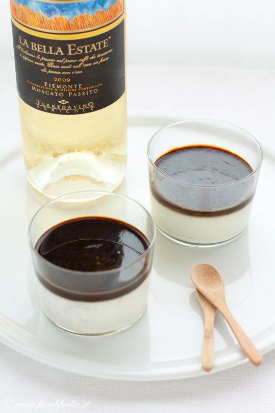 Panna cotta al roquefort e gelatina di vino cotto di fichi