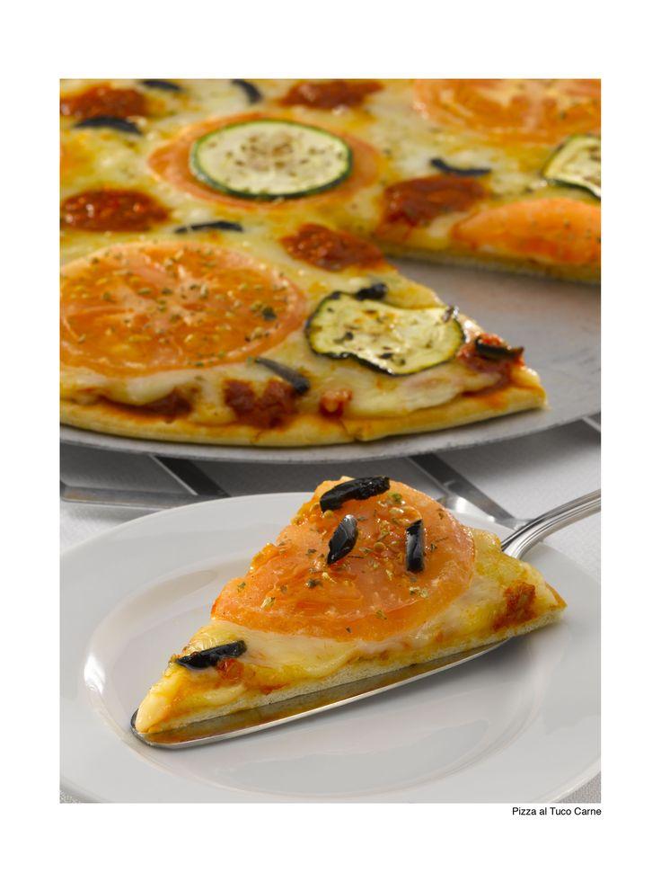 Conoce la Pizza fácil al tuco-carne MAGGI®. Una receta para quienes comienzan en el mundo de la cocina.  Haz clic, reúne los ingredientes y manos a la obra.
