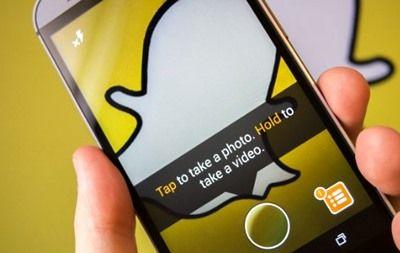 Aplikasi SnapChat Android – Sejumlah pengembang aplikasi media sosial kini terus berupaya meningkatkan beberapa layanan agar bisa bertahan ditengah persaingan jejaring sosial yang ada. Upaya semacam ini juga dilakukan oleh Snapchat yang merupakan salah satu aplikasi berbagi foto dan video. Keberadaanya sendiri mungkin baru dikenal beberapa tahun belakangan ini sejak kemunculanya ditahun 2011. Perlu diketahui …