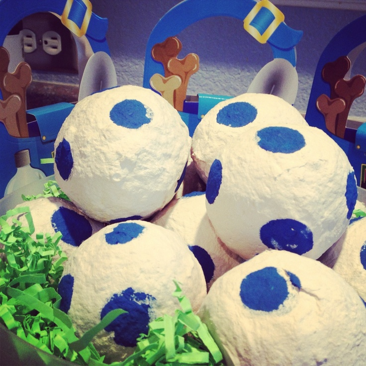 Dino Egg party favors :) Paper mâché balloons with treats inside!