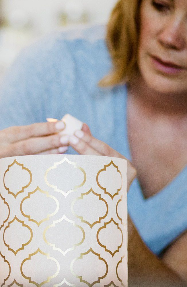 Sharing a little Sunday DIY inspiration with these beautiful vellum lanterns. Learn how to make this simple DIY for a wedding or baby shower today. #partylantern #diy #centerpieces