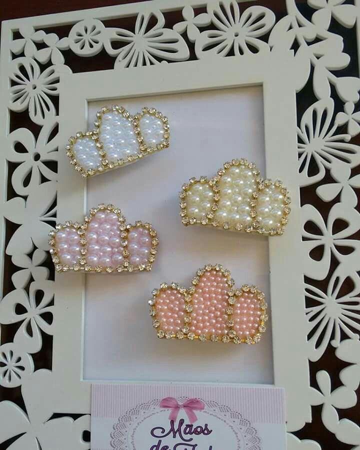 Mini coroas no bico de pato Mãos de fada artesanato, www.facebook.com/mfmuzambinho