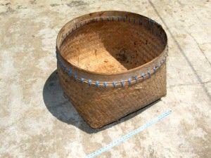 Tumbu berfungsi sebagai wadah atau tempat menyimpan sementara kebutuhan pangan seperti umbi-umbian, buah, kacang-kacangan dan jenid lainnya yang berukuran kecil dan medium. Alat ini terbuat dari anyaman bambu.